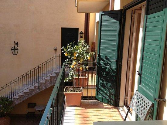 Residence degli Agrumi: Balkon mit viel Sonne am Morgen