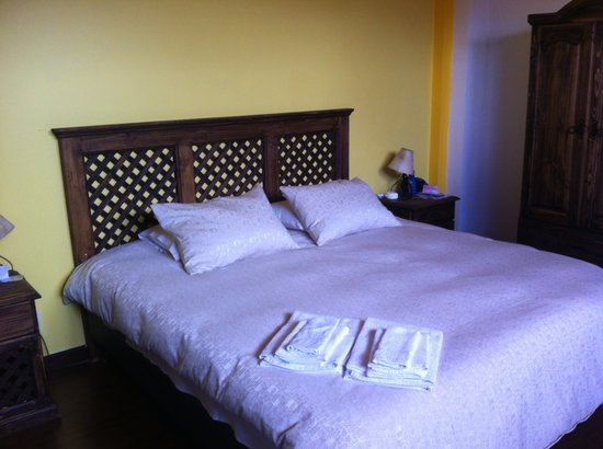 La Cite Hostal: Lovely comfortable bed