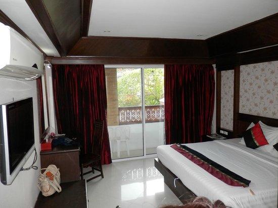 Rayaburi Hotel Patong: Room, balcony