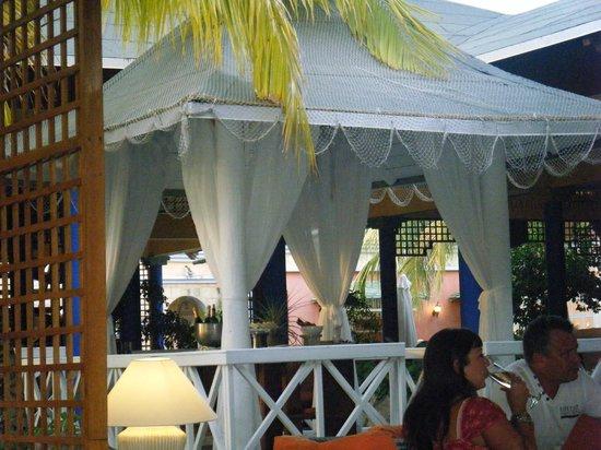 Paradisus Rio de Oro Resort & Spa:                   The Gazebo where there is always something to eat