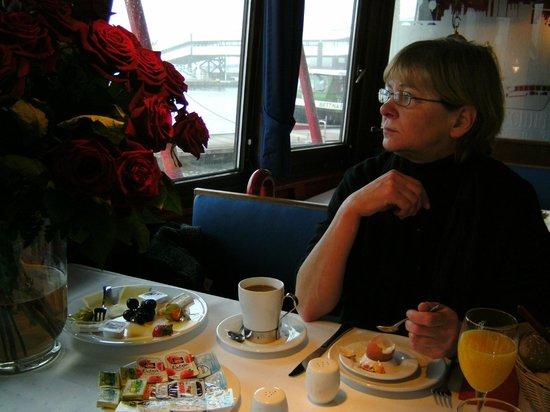 Feuerschiff Ship Hotel: Frühstück im Feuerschiff