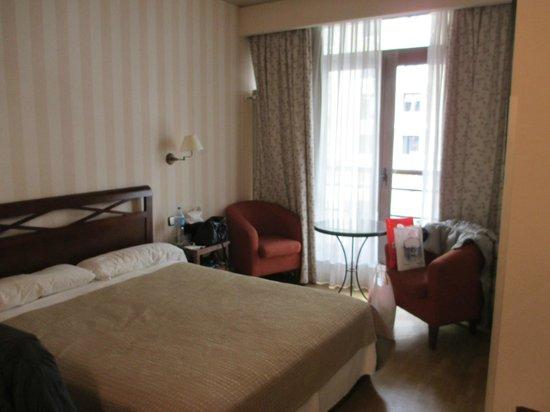 Regente Hotel: anche un tavolino e 2 poltroncine con affaccio sulla Gran via , molto caratteristico
