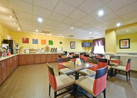 Comfort Suites Willowbrook / Technology Corridor : breakfast area