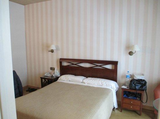 Regente Hotel: letto alla francese
