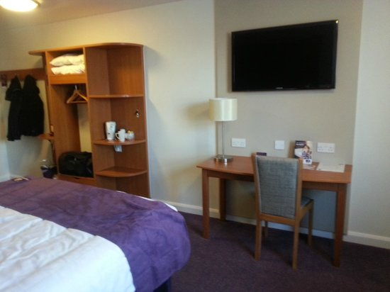 Premier Inn Stockport South Hotel:                                     Look at that TV!!!