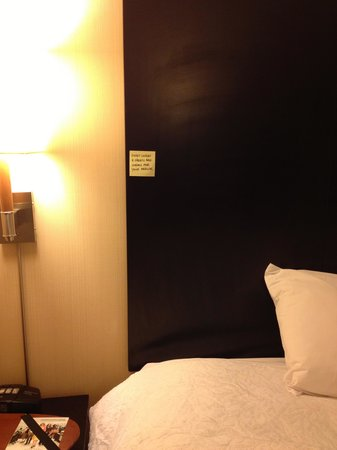 Hampton Inn Bloomington:                   Weird Hampton Inn post-it