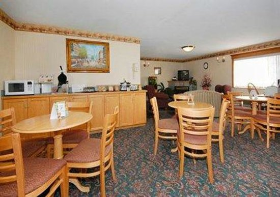 Quality Inn: Spacious breakfast area