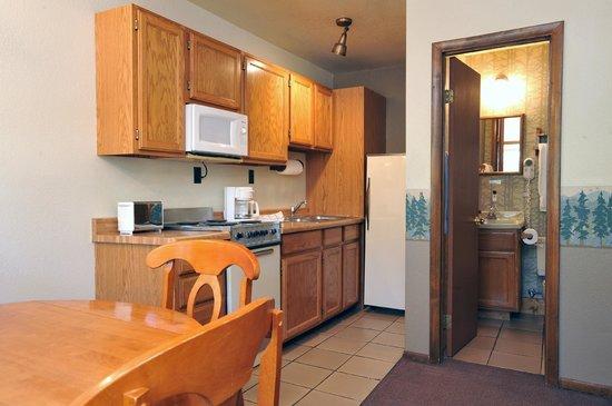 Pinewoods Resort: Pinewoods Lodge Kitchen