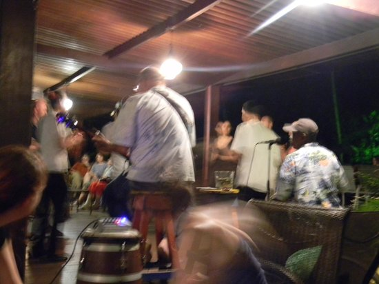 Pachira Lodge:                   band