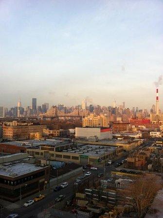 Ramada Long Island City:                   vistas desde la habitación en la planta 10