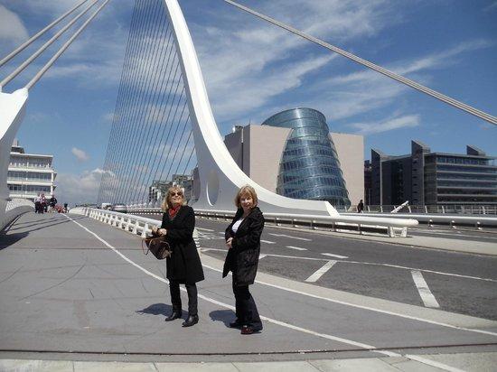 Clayton Hotel Cardiff Lane: Puente de Calatrava
