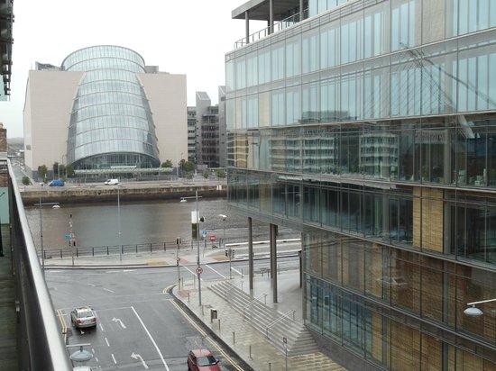 Clayton Hotel Cardiff Lane: Vista desde el balcon de la habitacion
