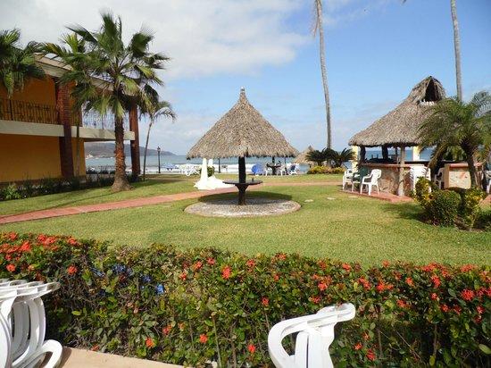 Hotel y Bungalows Estancia San Carlos: areas verde