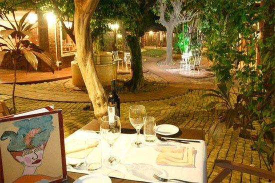De La Fonte:                   outdoor tables