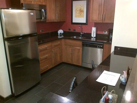 Residence Inn by Marriott Fairfax City: One Bedroom Suite - Kitchen