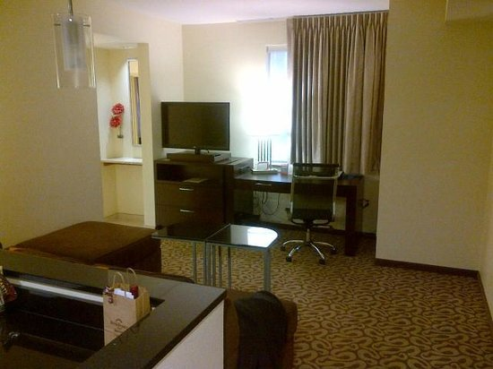 Residence Inn Fairfax City: One Bedroom Suite - Living Room
