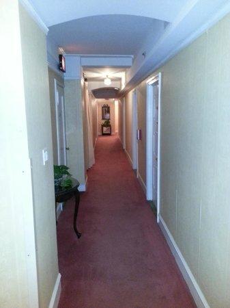 Roger Smith Hotel:                   Corridor