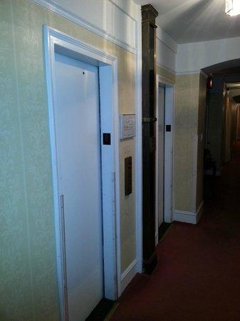 Roger Smith Hotel:                   Elevator