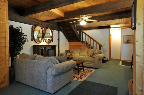 Pinewoods Resort: Mountain Home Parlor