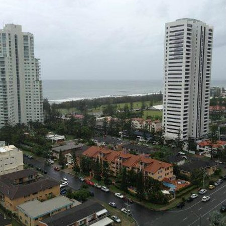Meriton Suites Broadbeach: View down the coast from 20th Floor