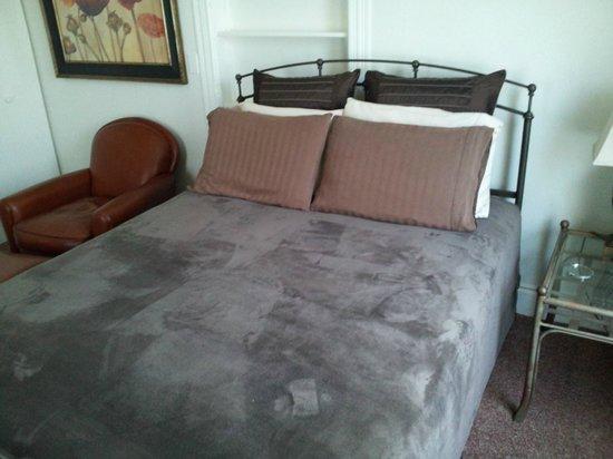 Parc Suites: Bed