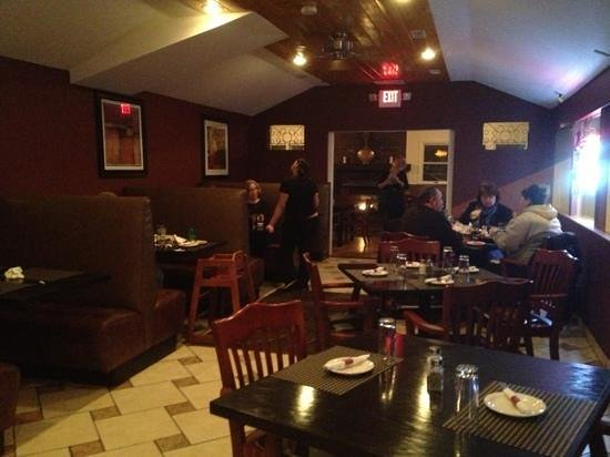FireSide Bar and Grill: dining room