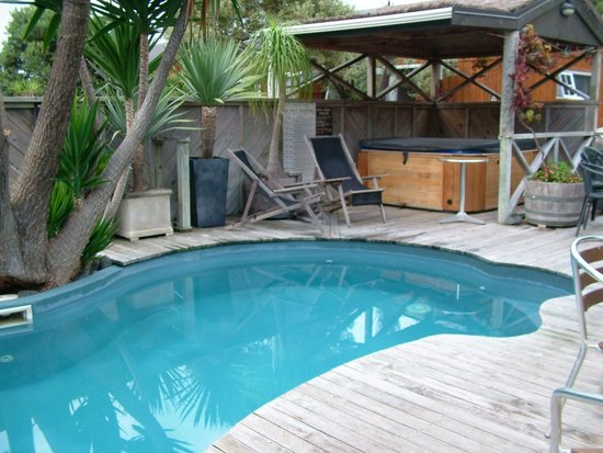 Anchor Lodge Coromandel:                   Anchor Lodge Pool and Spa Pool..warm and heated