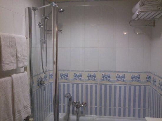 Hotel America:                   Shower