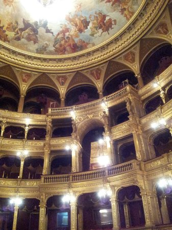 Hungarian State Opera House (Magyar Allami Operahaz) : INTERIOR DE LA OPERA - PALCOS Y PALCO REAL