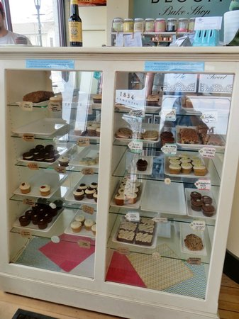 Bloom Bake Shop: Cupcakes and other baked goodies!