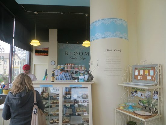 Bloom Bake Shop: Front of the store