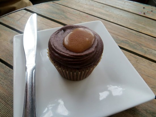 Bloom Bake Shop: Salted caramel and chocolate cupcake. Delish!