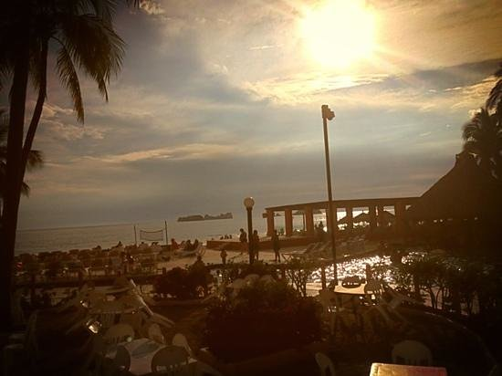 Holiday Inn Resort Ixtapa: #Atardecer en #Ixtapa #PresidenteIntercontinental