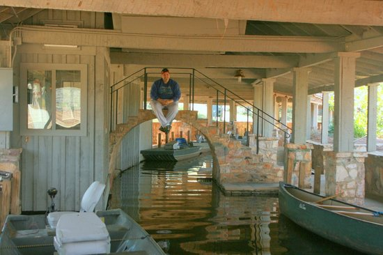 The Lodge and Spa at Callaway Resort & Gardens: Pedro in the Boat house