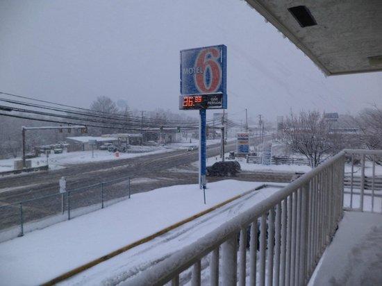Motel 6 Fredericksburg North:                   Surprise snow storm