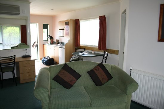 Aspen Court Motel - Twizel:                   end room near road, view to kitchen