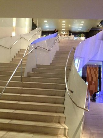 Andaz Wall Street: Stairway into Wall & Water Restaurant