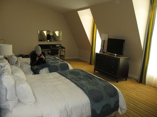 Renaissance Amsterdam Hotel :                   Superior Room, Club lounge access, Larger Guest room, 2 Double