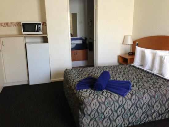 Best Western Karratha Central Apartments:                   Bedroom/Kitchenette