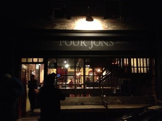 Pour Jon's : pour johns