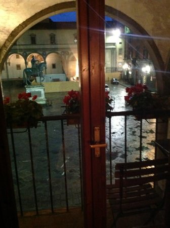 Hotel Loggiato dei Serviti: Night time view of the square