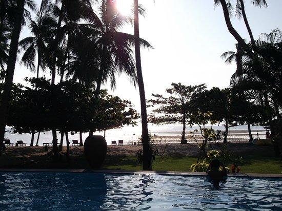 Grand Sea View Hotel: La plage