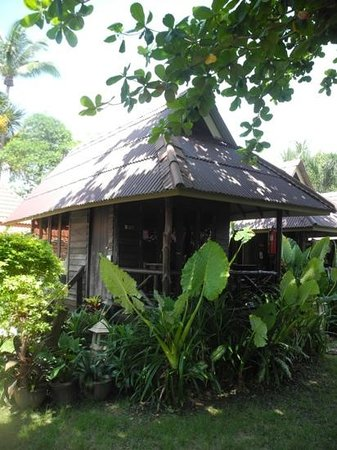 Lanta Castaway Beach Resort: Hölzerner Bungalow
