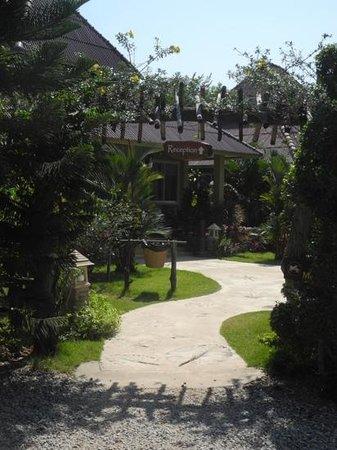 Lanta Castaway Beach Resort: Eingang