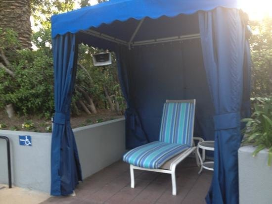 Hilton Los Angeles/Universal City:                   Cabanas at the pool