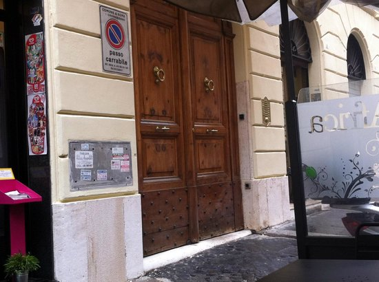Domus RomAntica :                                     B&B is located at d 4th floor of a traditional roman buildin