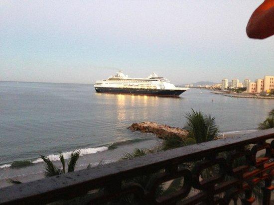 Crown Paradise Golden Resort Puerto Vallarta:                   Cruise ships come in right next door