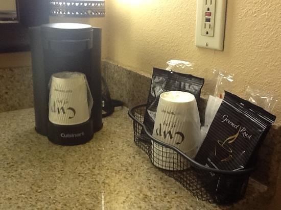 Holiday Inn Hotel & Suites Anaheim (1 BLK/Disneyland):                   coffee