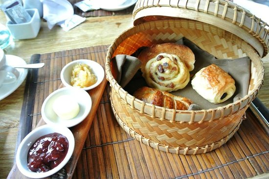 Puri Sunia Resort: Breakfast