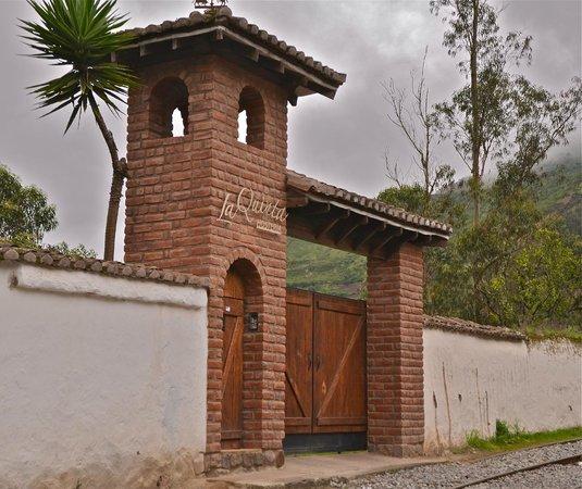 Hosteria La Quinta:                   Entrance to hotel.